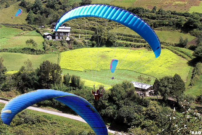 Paragliding in Phobjikha Valley